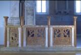 Agostino di Duccio (1454-1457), Balaustrata in marmo rosso 1/2