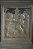 Agostino di Duccio (1454-1457), Quattro putti attorno a una fontana