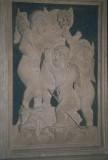 Agostino di Duccio (1454-1457), Quattro putti con mazzo fiorito e cavalluccio