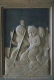 Agostino di Duccio (1454-1457), Quattro di cinque putti cavalcano due delfini