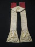 Manifattura ligure sec. XIX, Stola in gros bianco con ricami in oro 1/2
