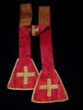 Manifattura ligure sec. XVII, Stola rossa con decoro a tralci d'acanto