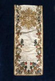 Manifattura ligure sec. XVII, Velo omerale bianco con ricami floreali