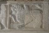 Scultore dell'Italia meridionale sec. XIII, Lastra con leone alato