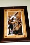 Afrune G. sec. XXI, Gesù Cristo aiutato dal cireneo a portare la croce