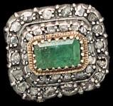 Bottega siciliana sec. XVIII, Ex voto ad anello con smeraldo al centro