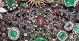 Bottega siciliana secc. XVII, Ex voto a spilla a fiocco con rubini