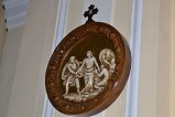 Bottega siciliana sec. XX, Rilievo con la X stazione della Via Crucis