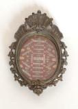 Bottega siciliana secc. XIX-XX, Reliquiario con cornice a volute 1/4