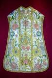 Manifattura siciliana sec. XVIII, Pianeta ricamata in seta policroma
