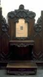 Zaina F. (1854), Inginocchiatoio con decorazione a rilievo